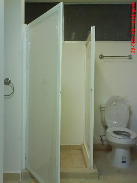 puertas de aluminio para baos pequenosde bao en aluminio blanco y plastico liso blanco fijo y puerta puertas de aluminio para baos pequenos